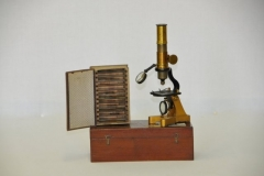 phoca_thumb_l_951_microscopio_composto_fileminimizer